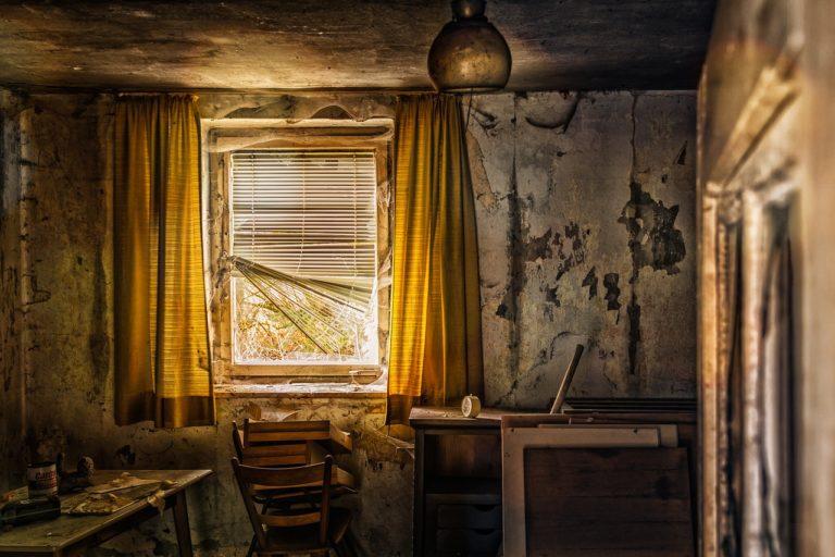 Potýkáte se s vlhkostí v domě? Zvažte chemickou injektáž