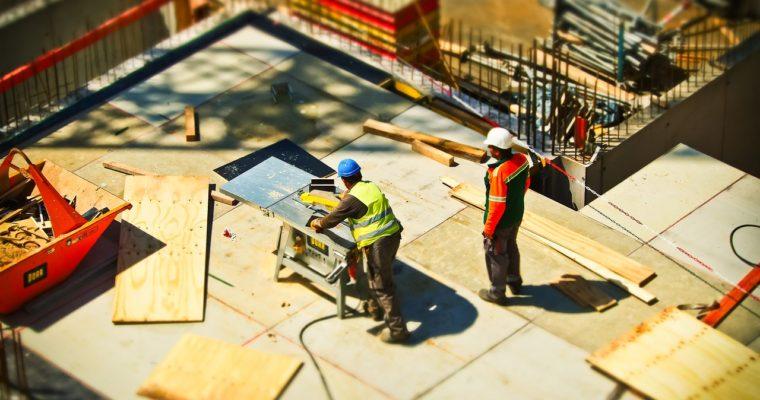 Chcete stavět rodinný dům svépomocí? Poradíme, kde kupovat stavební materiál