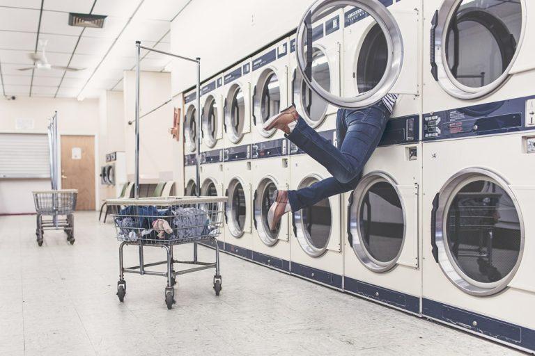 Rozbitá pračka? Uhradí ji online půjčka