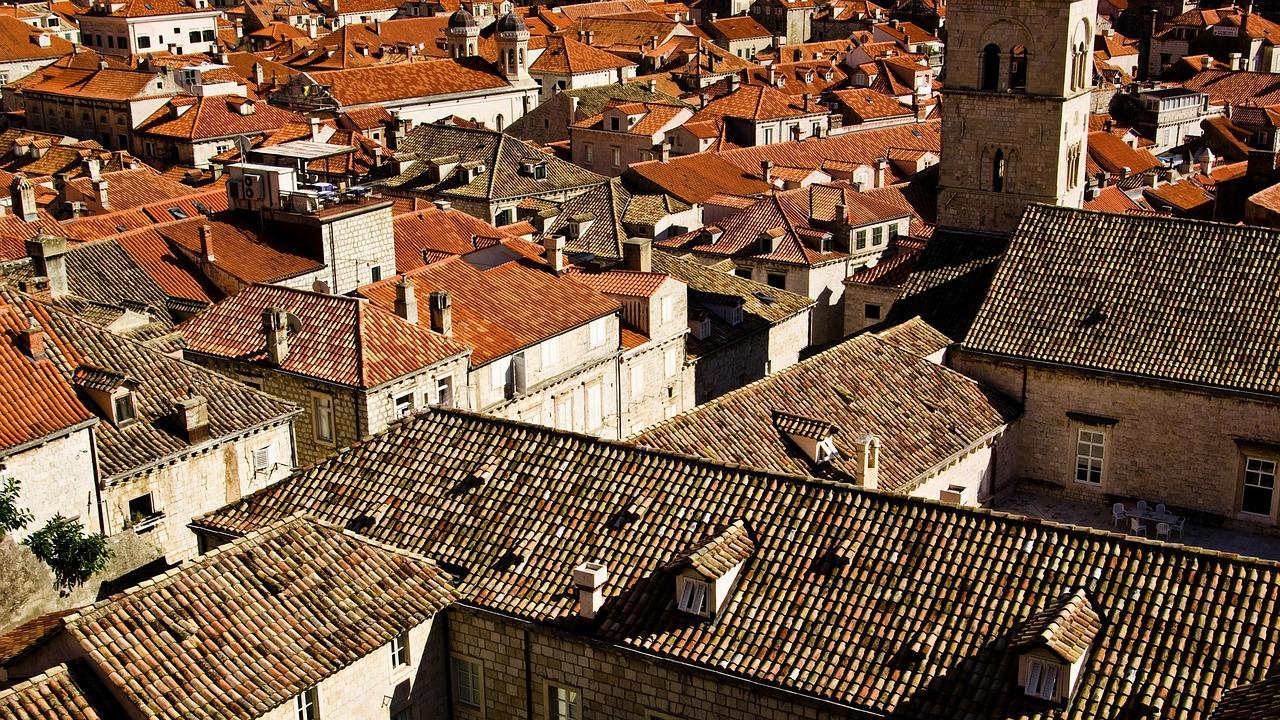 Kdo vám postaví střechu na rodinném domě i činžáku?