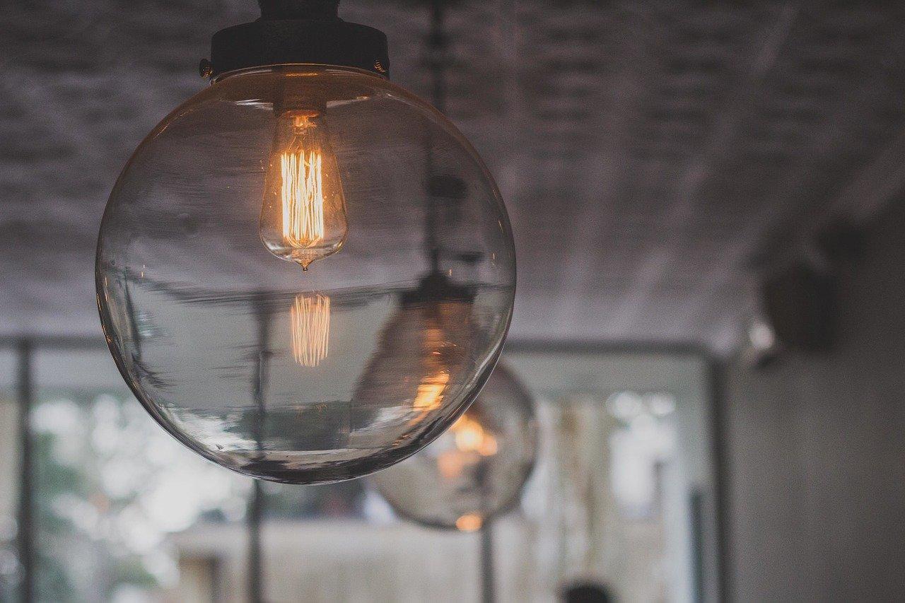 Vyberte si starožitné svítidlo, které perfektně zapadne do vašeho interiéru