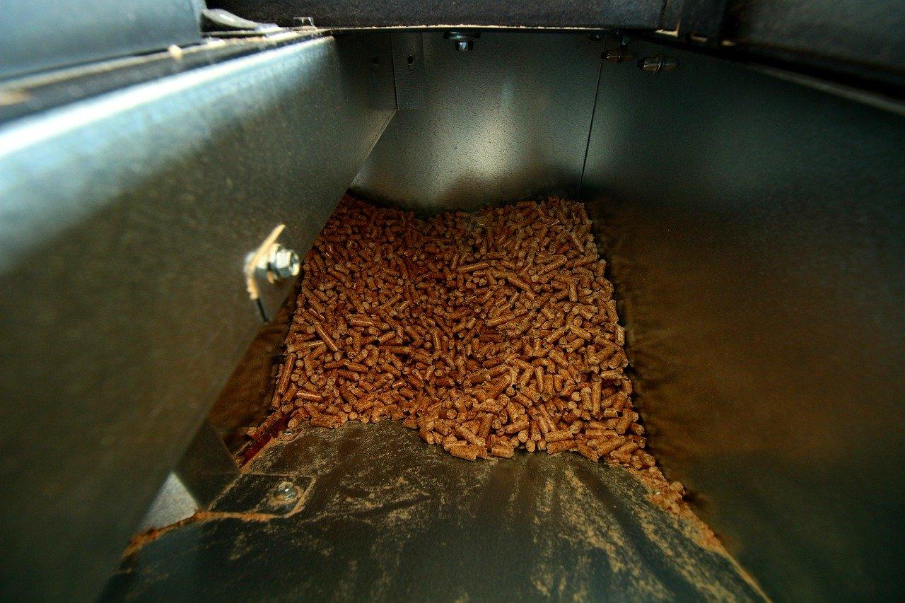 Chcete topit dřevem s komfortem srovnatelným s plynem? Zkuste dřevěné pelety
