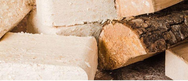 Trendem pro topení jsou dřevěné polotovary, jakými jsou brikety a pelety