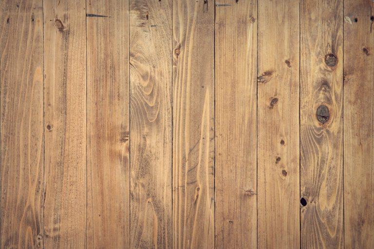 Dřevěná, nebo vinylová podlaha? Na pohled je od sebe nerozeznáte!