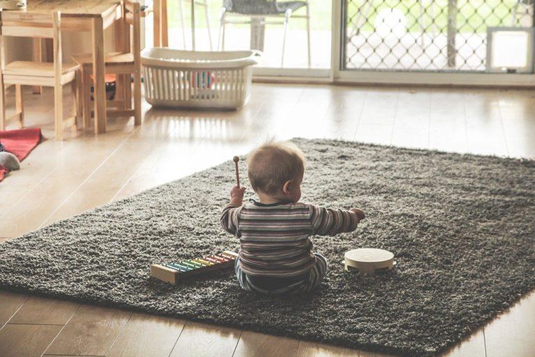 Dětské ohrádky pomáhají zvládat péči o děti